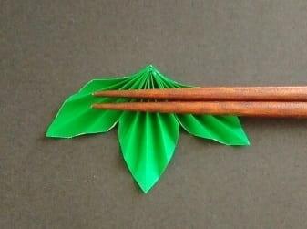 七夕の折り紙♪笹の葉の箸置きの簡単な作り方