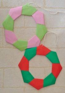 クリスマスオーナメントを折り紙で!おしゃれな平面のシンプルリース