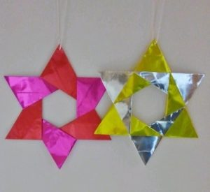 クリスマスオーナメントを折り紙で!簡単でシンプルな平面の星飾り
