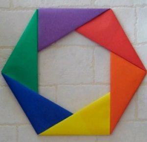 クリスマスオーナメントを折り紙で!おしゃれな平面の六角リース