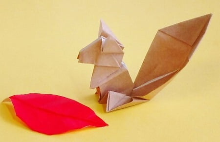 折り紙で作る「リス」(立体の可愛い簡単な折り方2)