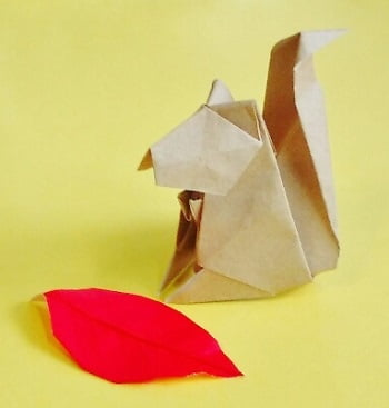 折り紙で作る「リス」(立体の可愛い簡単な折り方1)