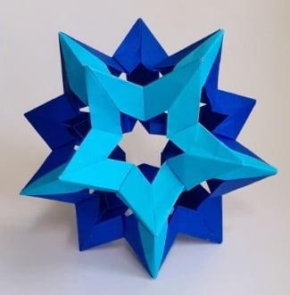 【折り紙のくす玉】星型の簡単な作り方(30枚で作れる・おしゃれな穴空きの星)