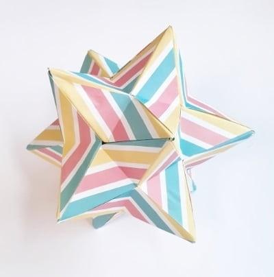 【折り紙のくす玉】星型の少し難しい作り方(30枚で作れる・おしゃれな小星型十二面体)